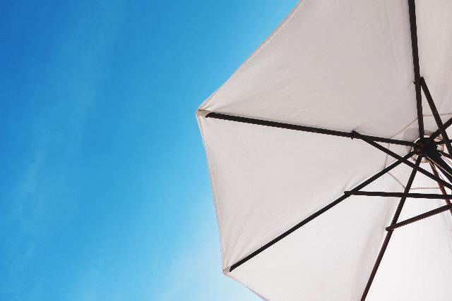 Sommer Sonnenschirm blauer Himmel