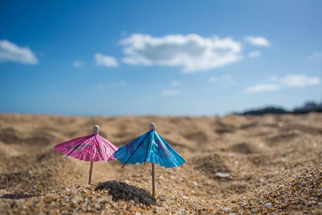 Sommer Strand Sonnenschirm blauer Himmel