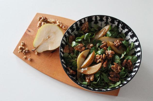Saison Rezept: Feldsalat mit karamellisierten Birnen